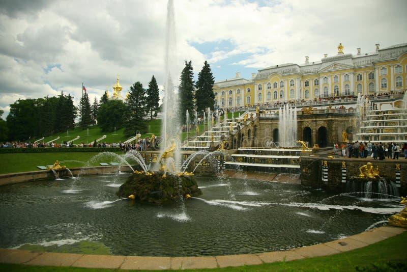 St Petersburg. Bello giardino classico fotografia stock
