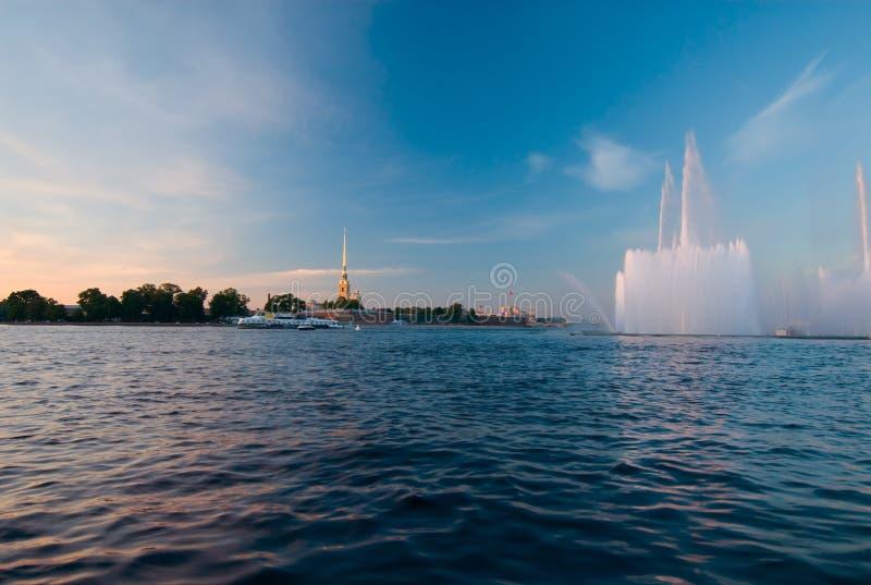 St Petersburg clásico y moderno imagen de archivo