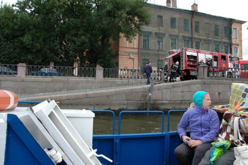 St Petersburg Coche de bomberos en acometida fotografía de archivo