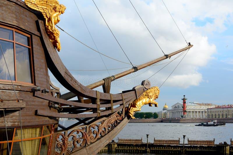 St. Petersburg, de boegspriet van het fregat royalty-vrije stock foto