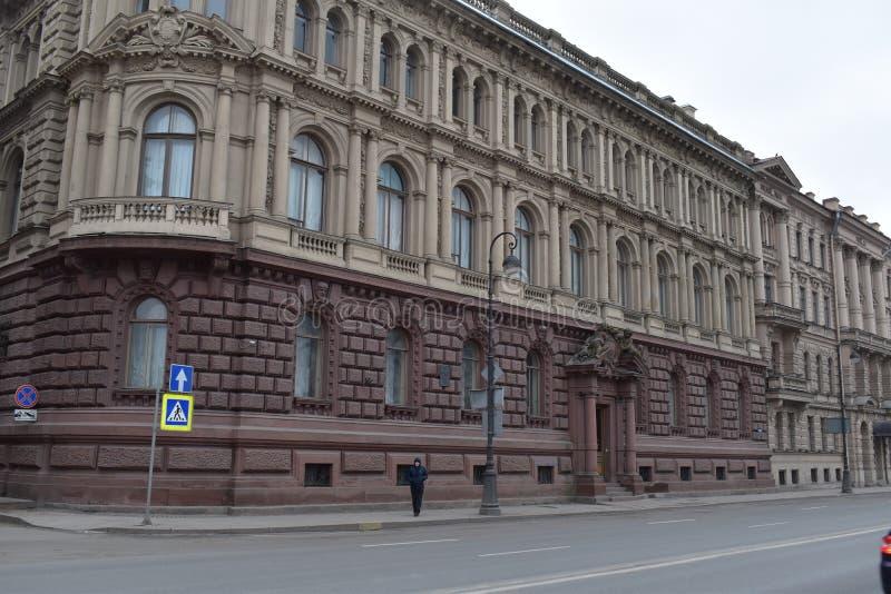 St Petersburg den Romanov slotten, den Amiralitetet invallningen royaltyfri fotografi