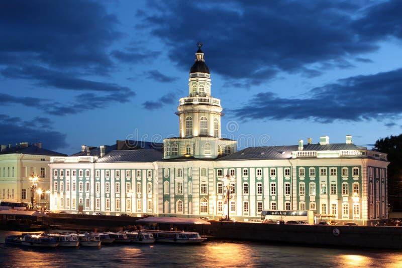 St Petersburg. El edificio del museo de la anatomía en la noche blanca fotos de archivo libres de regalías