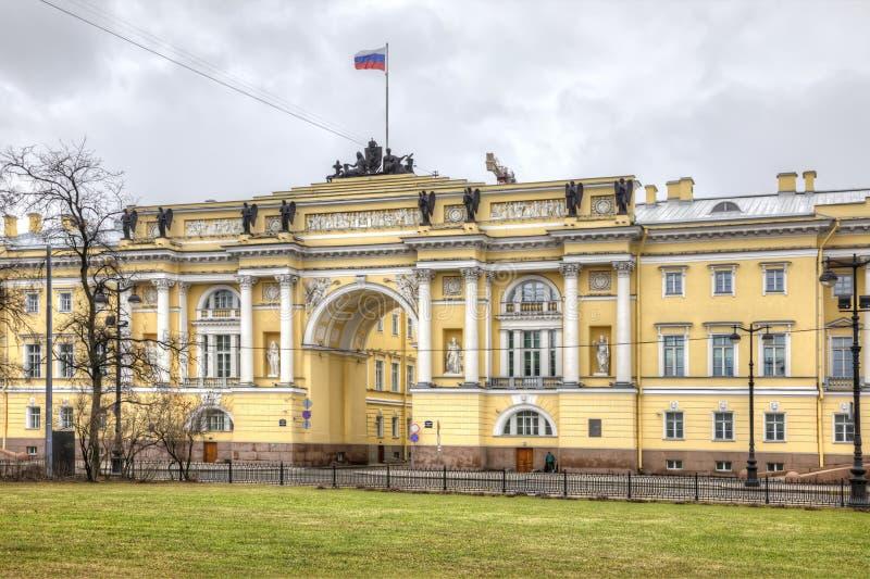 St Petersburg El edificio del senado y del sínodo fotos de archivo