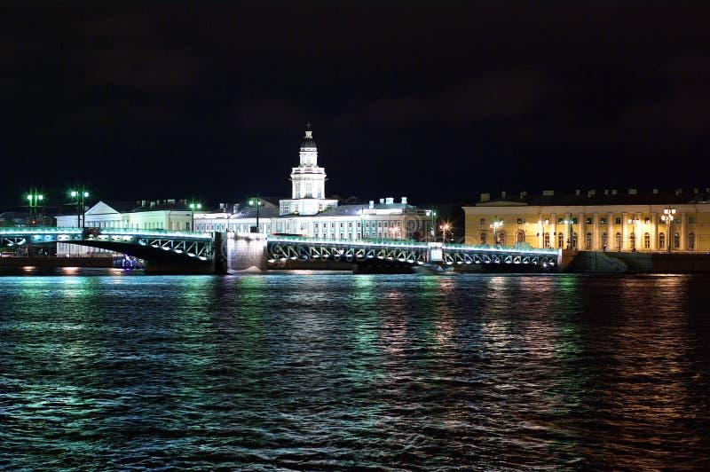 St Petersburg en la noche imagen de archivo