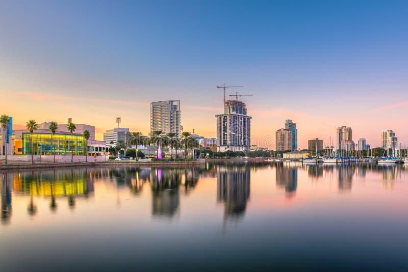 St Petersburg Florida, USA i stadens centrum stadshorisont royaltyfri foto