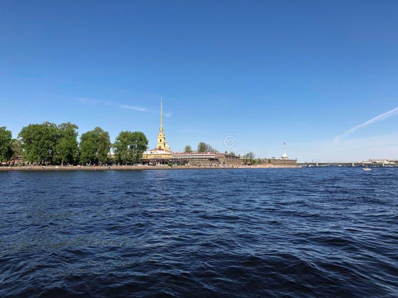 St Petersburg Fortaleza en salida del sol, St Petersburg, Rusia de Peter y de Paul imagen de archivo