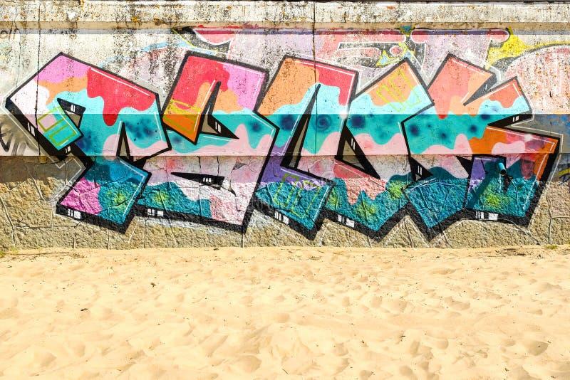St Petersburg La Russia 31 stile di 07 2018 un bello della via graffiti di arte La parete è decorata con la pittura per uso inter immagine stock libera da diritti