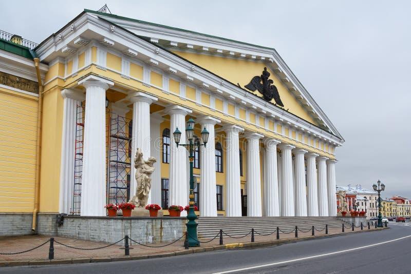 St Petersburg, le vieux bâtiment des corps de cadet de montagne images libres de droits