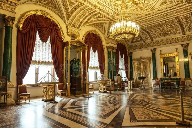 St. Petersburg, Malachietwoonkamer in het de Winterpaleis, de Kluis stock afbeelding
