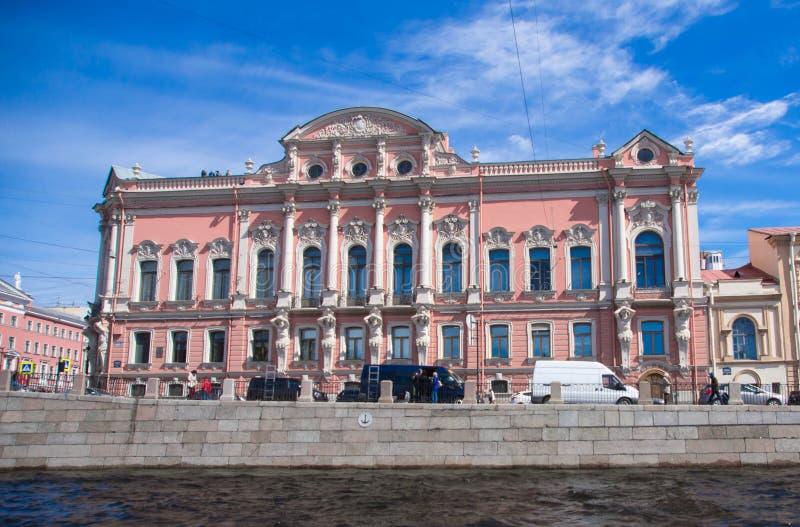 St. Petersburg, mening van de stad van het kanaal royalty-vrije stock afbeelding