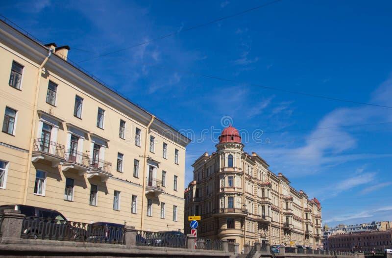 St. Petersburg, mening van de stad van het kanaal stock foto