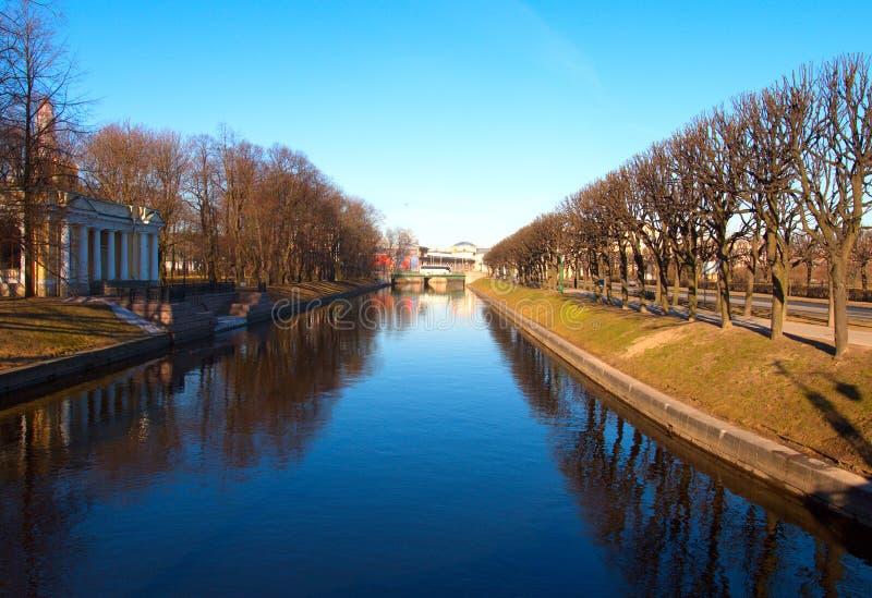 St Petersburg Moika-Fluss-Damm stockfoto