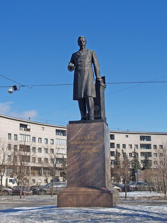 St Petersburg Monumento a A S Popov (1859-1906), all'invenzione fotografia stock