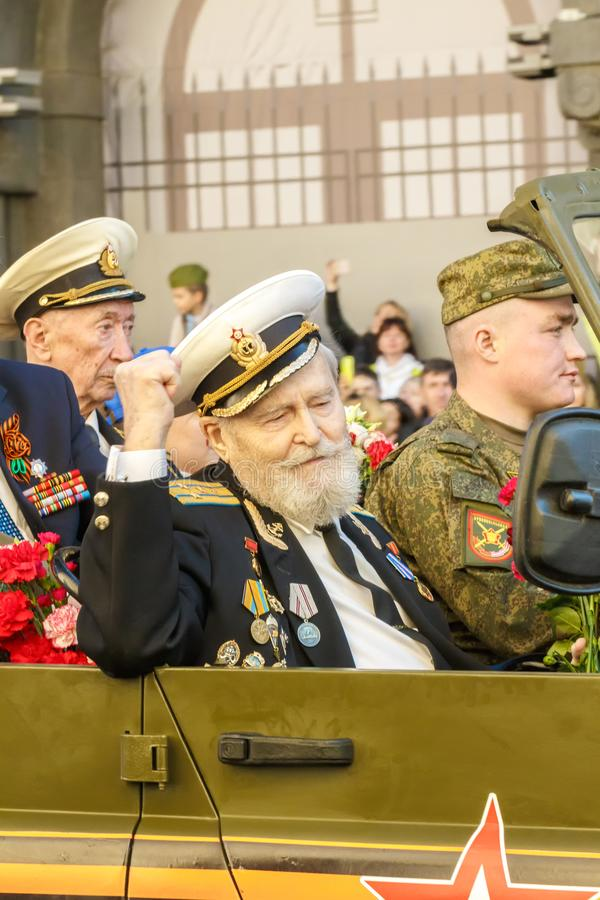 St. Petersburg, Nevsky-vooruitzicht, Rusland -Rusland-kunnen 9, 2018: de Wereldoorlog IIveteranen bij de Overwinning paraderen in stock foto's