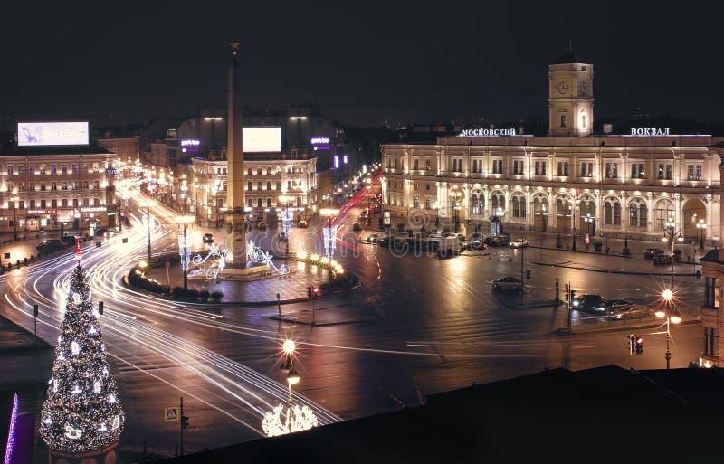 St Petersburg Opinión de la noche de la ciudad del tejado fotos de archivo libres de regalías