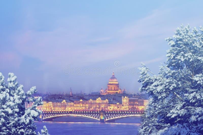 St Petersburg på vinteraftonen X-mas, begrepp för nytt år, Europa, förälskelse- och lopp royaltyfri foto