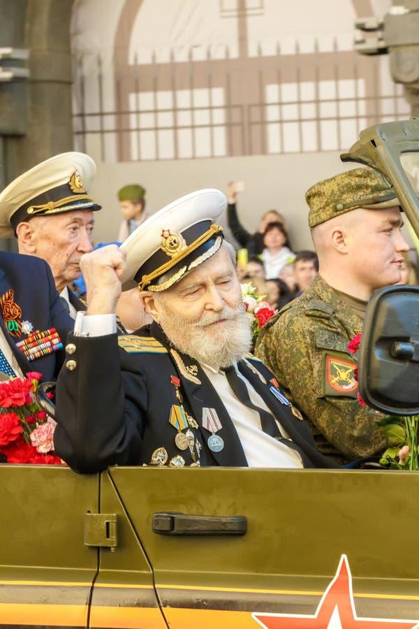 St Petersburg, perspectiva de Nevsky, Rusia-puede 9, 2018: los veteranos de la Segunda Guerra Mundial en la victoria desfilan en  fotos de archivo