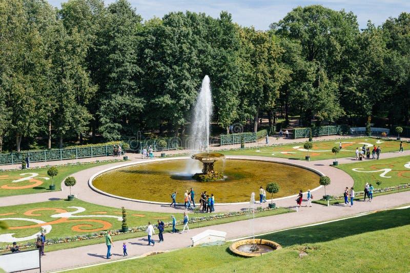 St Petersburg Peterhof, Ryssland som är august, 2017, royaltyfri bild