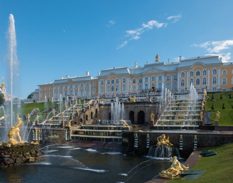St Petersburg Peterhof slott royaltyfri bild