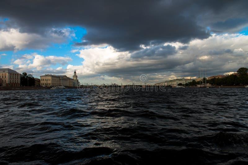 St Petersburg, río de Neva fotos de archivo libres de regalías