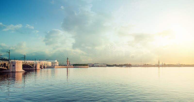St Petersburg Rússia Fortaleza de Peter e de Paul no alvorecer Amanhecer em Petersburgo imagem de stock