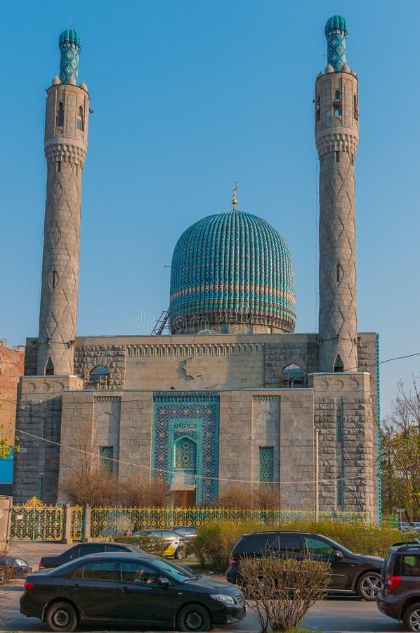 St Petersburg, Rússia - 04 26 2019: A mesquita da catedral de St Petersburg é uma construção religiosa O monumento da arquitetura imagem de stock