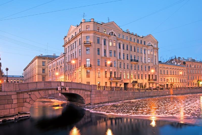 St Petersburg Rússia O cais do rio de Moyka foto de stock