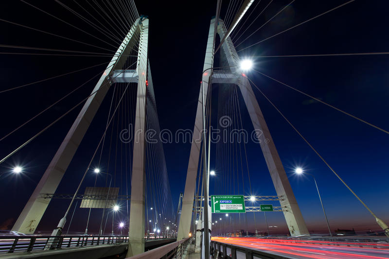 St Petersburg Rússia ponte Cabo-apoiada na noite fotografia de stock