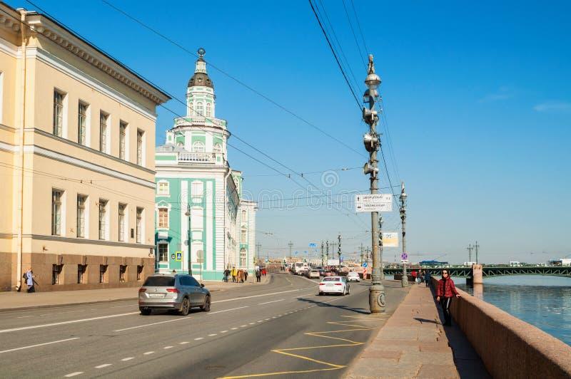 St Petersburg, R?ssia Constru??o de Kunstkamera na terraplenagem da universidade do rio de Neva em St Petersburg R?ssia imagens de stock