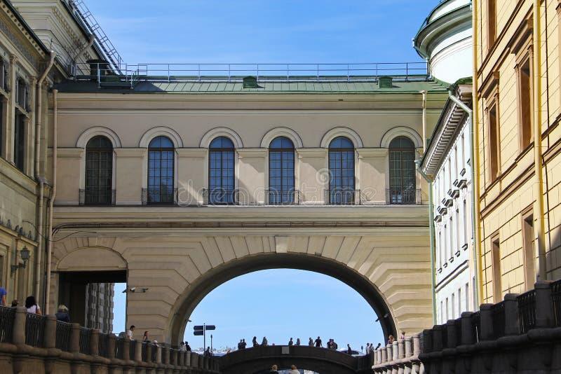 St Petersburg R?ssia Terraplenagem do rio Neva Canal do inverno imagens de stock