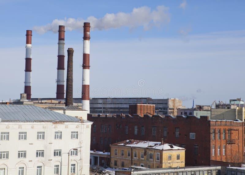 St Petersburg Región industrial y tubos de la estación con gusto electro imagen de archivo
