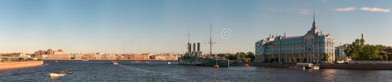 St Petersburg, Rosja - 28 2017 Czerwiec: krążownik zorza, statku muzeum w St Petersburg zdjęcia royalty free