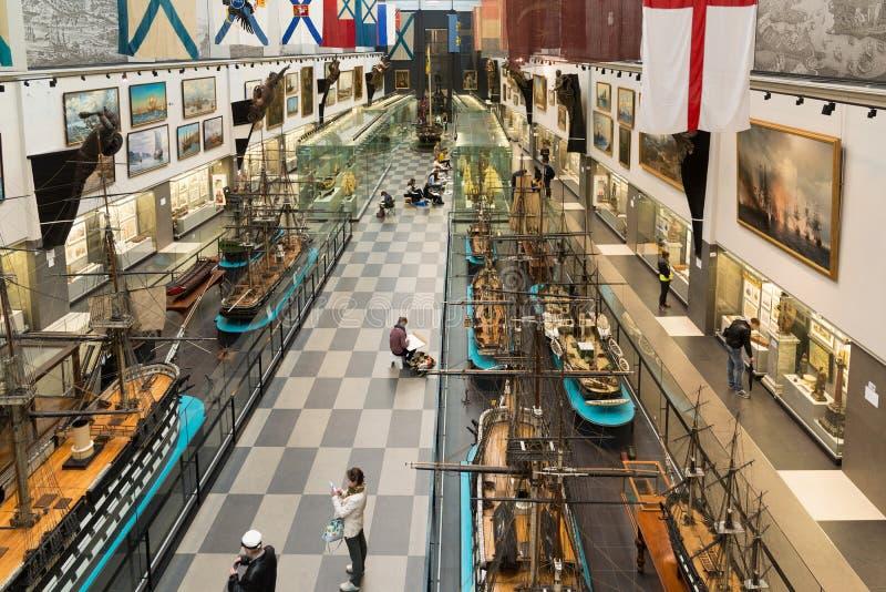 St Petersburg Rosja, Czerwiec, - 02 2017 Odgórnego widoku wnętrze Morski muzeum w Kryukov Koszaruje fotografia stock