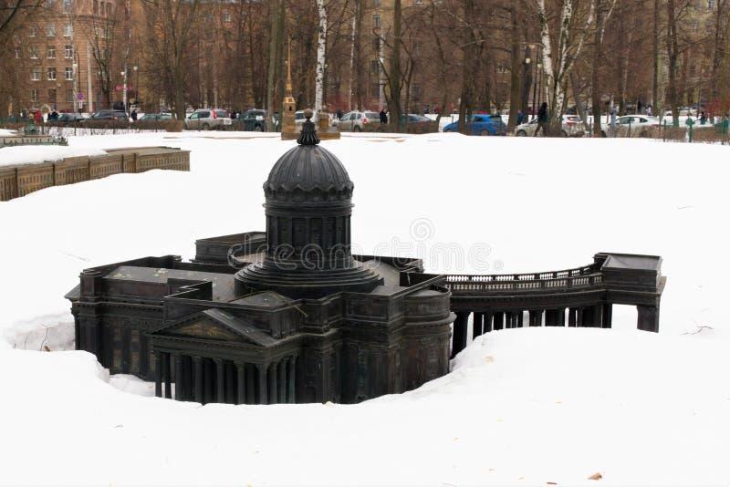 St Petersburg, Rosja, Marzec 10, 2019 Układ Kazan katedra w miasto parku w zimie obraz stock