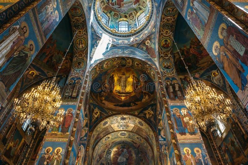 St Petersburg, Rusia - circa junio de 2017: Interior de la iglesia del salvador en sangre derramada en St Petersburg imagen de archivo