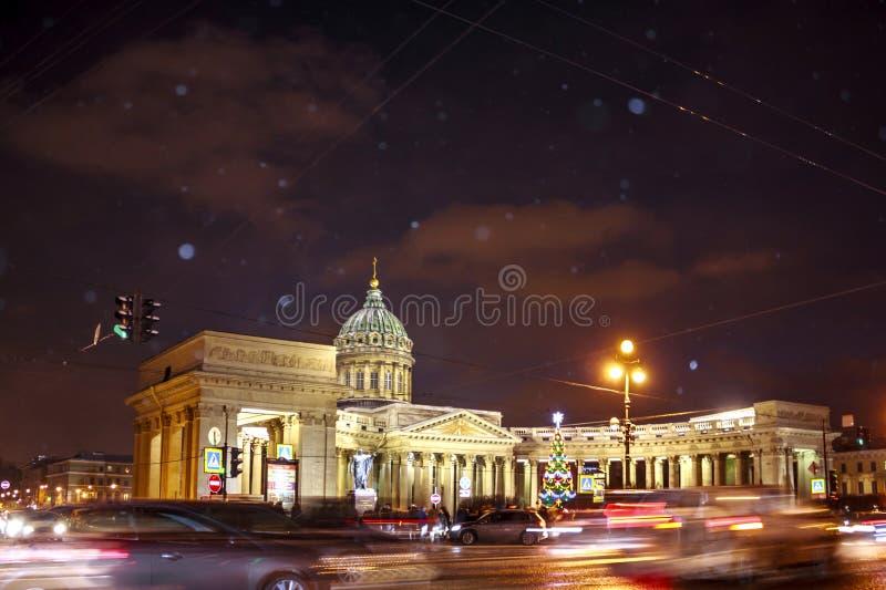 St Petersburg, Rusia - 4 de enero de 2016: Iglesia apostólica armenia de St Catherine Noche del invierno en St Petersburg foto de archivo