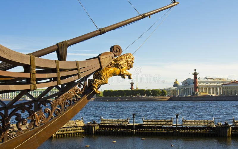 St Petersburg, opinión sobre la isla de Vasilyevskiy imagenes de archivo