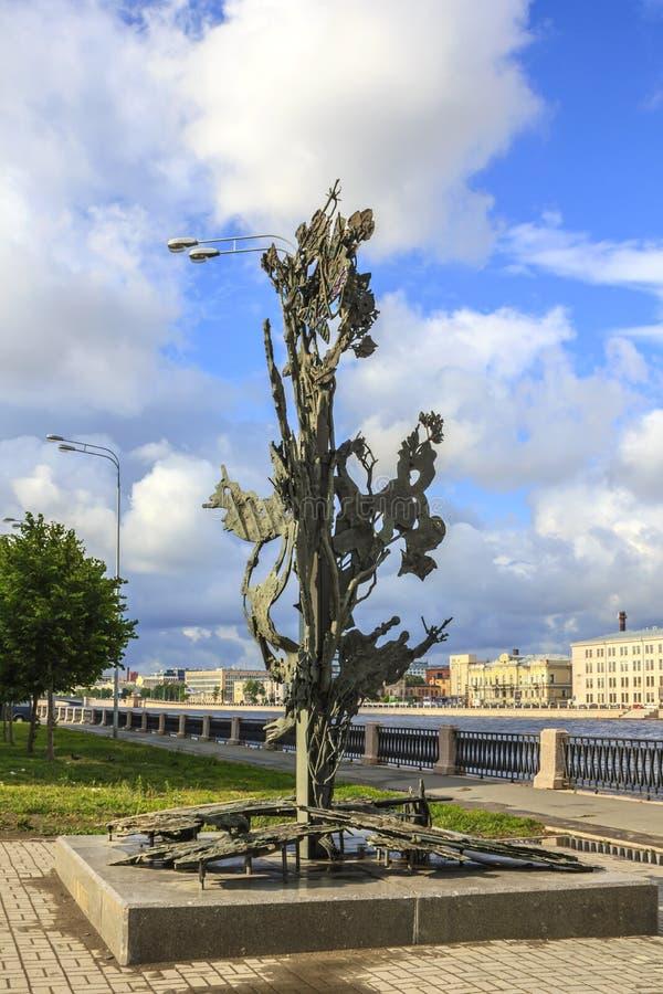 St Petersburg, Rusia - 1 de julio de 2015: Opinión Alfred Nobel Monument en St Petersburg, Rusia fotos de archivo