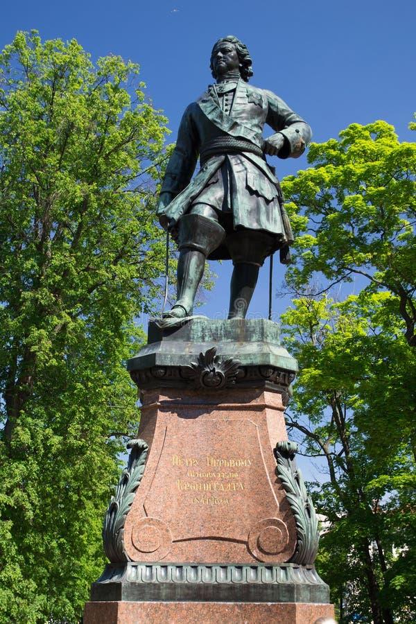 St Petersburg, Rusia - 3 de junio de 2016: Monumento a Peter el grande en Kronstadt fotos de archivo