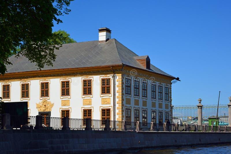 St Petersburg, Rusia - 4 de junio 2017 Palacio de verano de Peter 1 en el jardín del verano imagen de archivo libre de regalías
