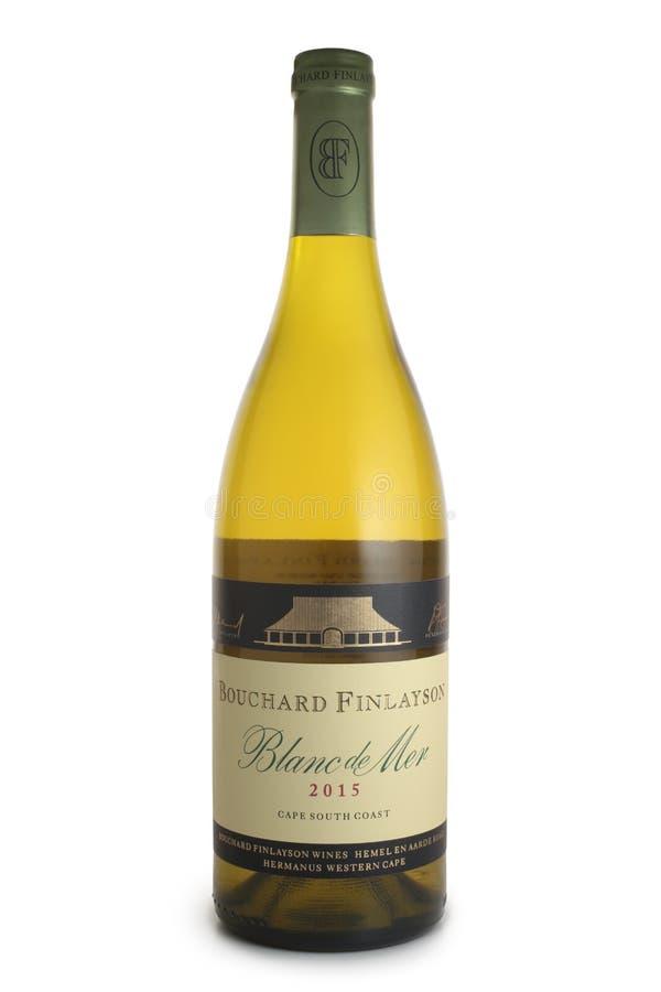 ST PETERSBURG, RUSIA - 20 DE MAYO DE 2018: Botella de Wine Bouchard Finlayson, Blanc de Mer, Sudáfrica, 2015 imagenes de archivo
