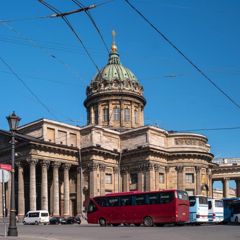 St Petersburg, Rusia - 8 de mayo de 2016: Catedral de Kazán - catedral del icono de Kazán de la madre de dios imagenes de archivo