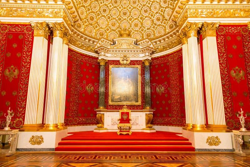 St Petersburg, Rusia - 12 de mayo de 2017: Trono real, interior de la ermita del estado, un museo de arte y cultura adentro fotografía de archivo