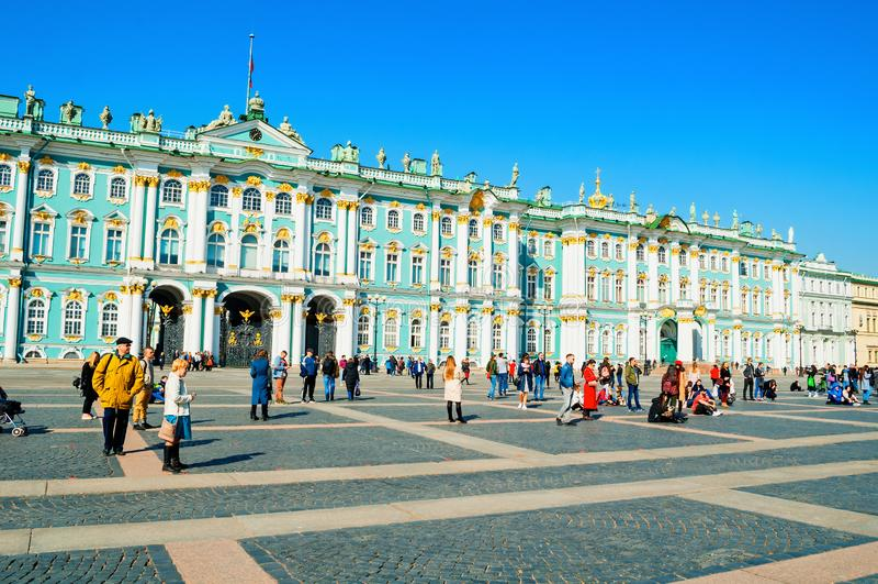St Petersburg, Rusia Museo de ermita del estado en el cuadrado del palacio El palacio del invierno y sus recintos forman el museo foto de archivo
