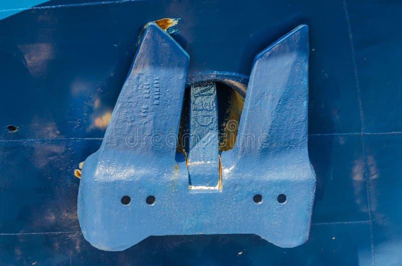 St. Petersburg, Rusland - 07 16 2018: Anker van een oud close-up van het motorschip stock afbeeldingen
