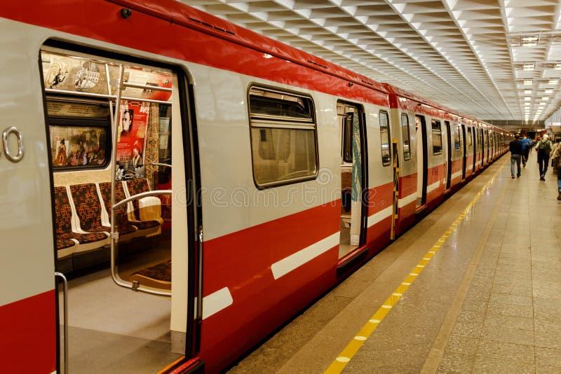 ST. PETERSBURG, RUSLAND - AUGUSTUS, 2018: Metropost Deviatkino Heilige Petersburg Rusland stock foto's