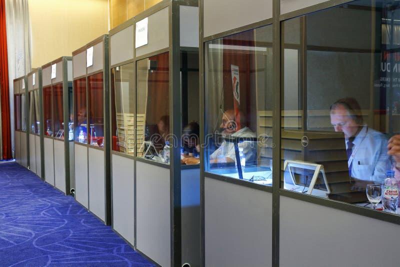 St. Petersburg, Rusland - 25 JULI 2018 - hotel de Oostzee - het Werk van s stock fotografie