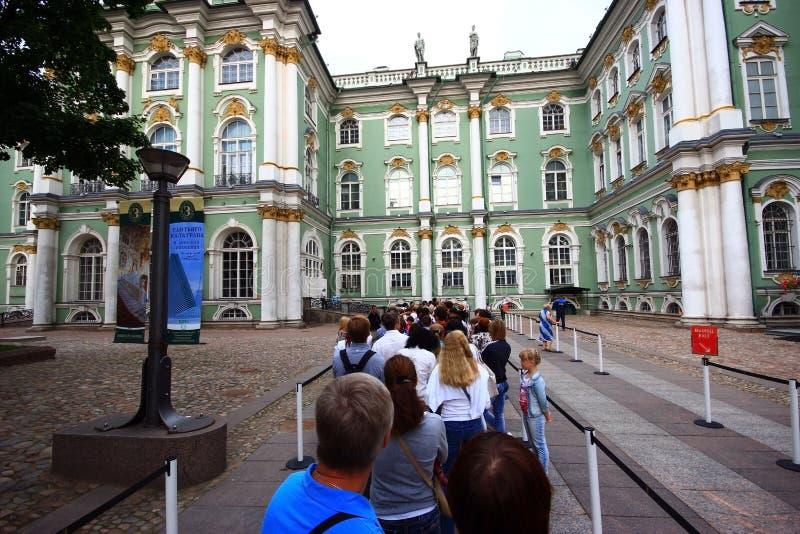 St. Petersburg, Rusland, Juli 2012 Kluismuseum Rij in tic stock afbeelding