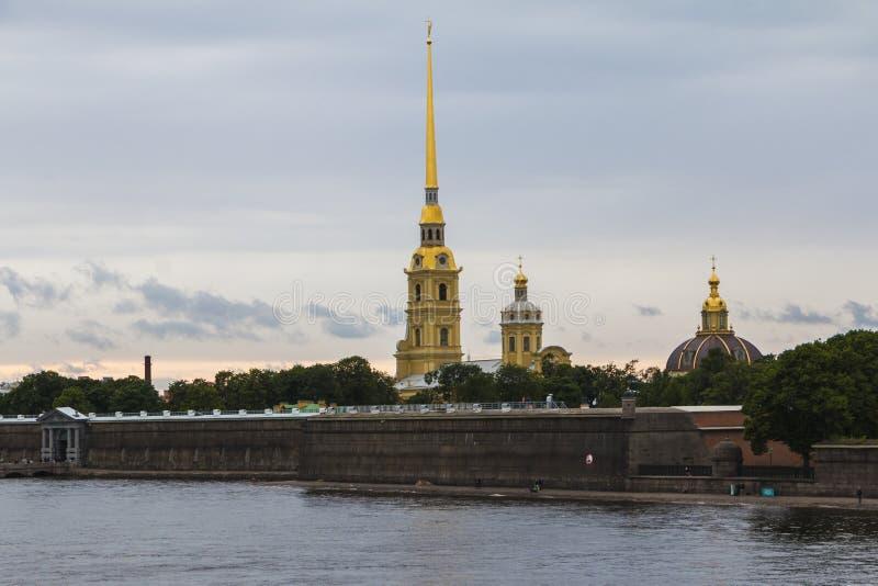 St. Petersburg, Rusland, 14 Juli, Juli, 2017: Weergeven van Peter en Paul Fortress stock foto's