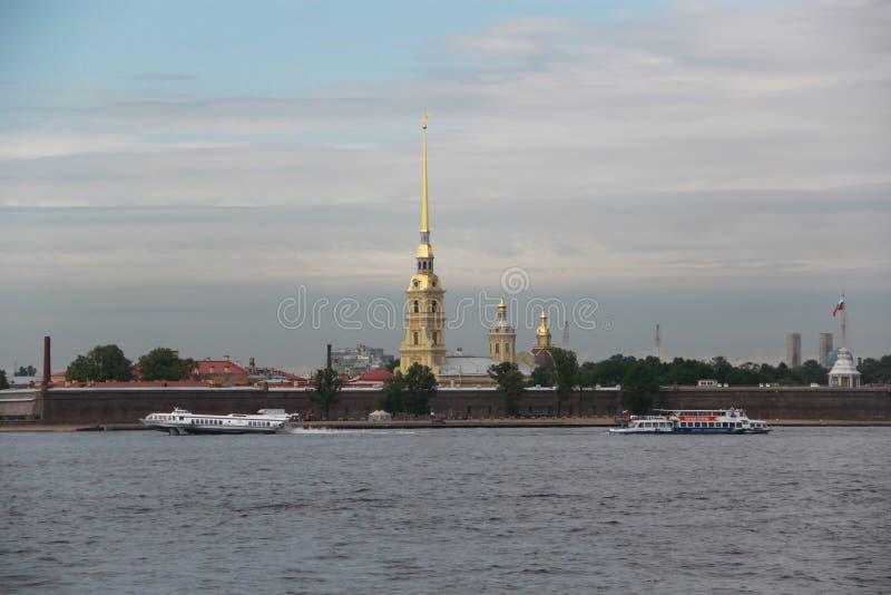 St. Petersburg, 12 Rusland-Juni, 2015: mening over de rivier aan de Peter en van Paul vesting stock afbeelding